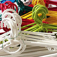 Вешалки плечики тремпеля пластиковые для легкой верхней одежды, платьев, свитеров, костюмов цветные 42 см