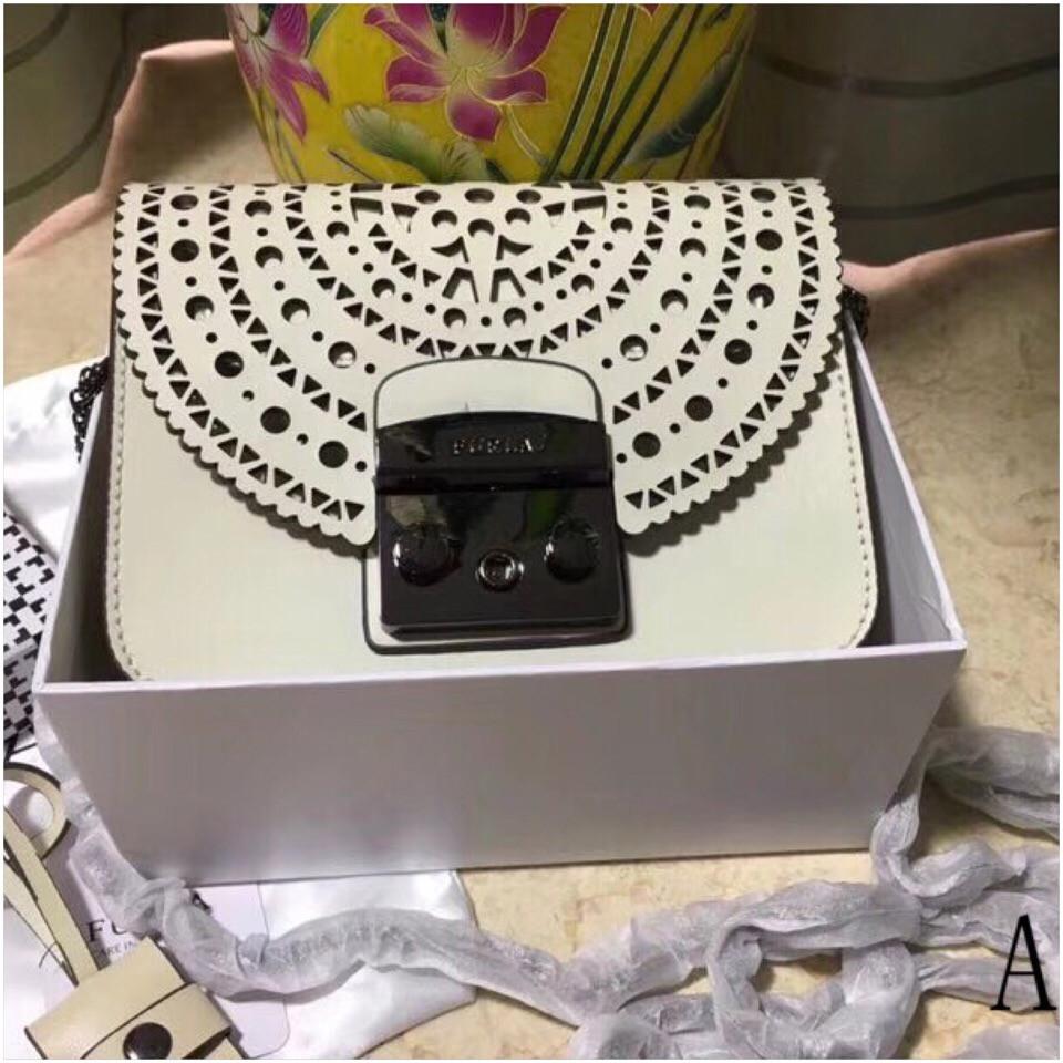 5fdd2af15f55 Сумка, клатч Фурла Болеро, цвет белый, фурнитура черная: продажа ...