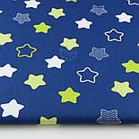 """Лоскут ткани хлопковая """"Звёзды-пряники с зигзагами"""" салатовые на синем  № 1340, фото 2"""