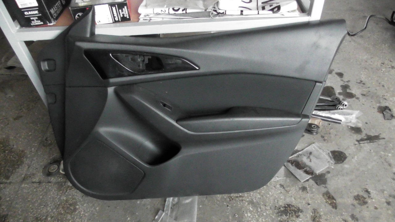 BHS268420C02   Обшивка двери задней правой оригинал в отличном состоянии