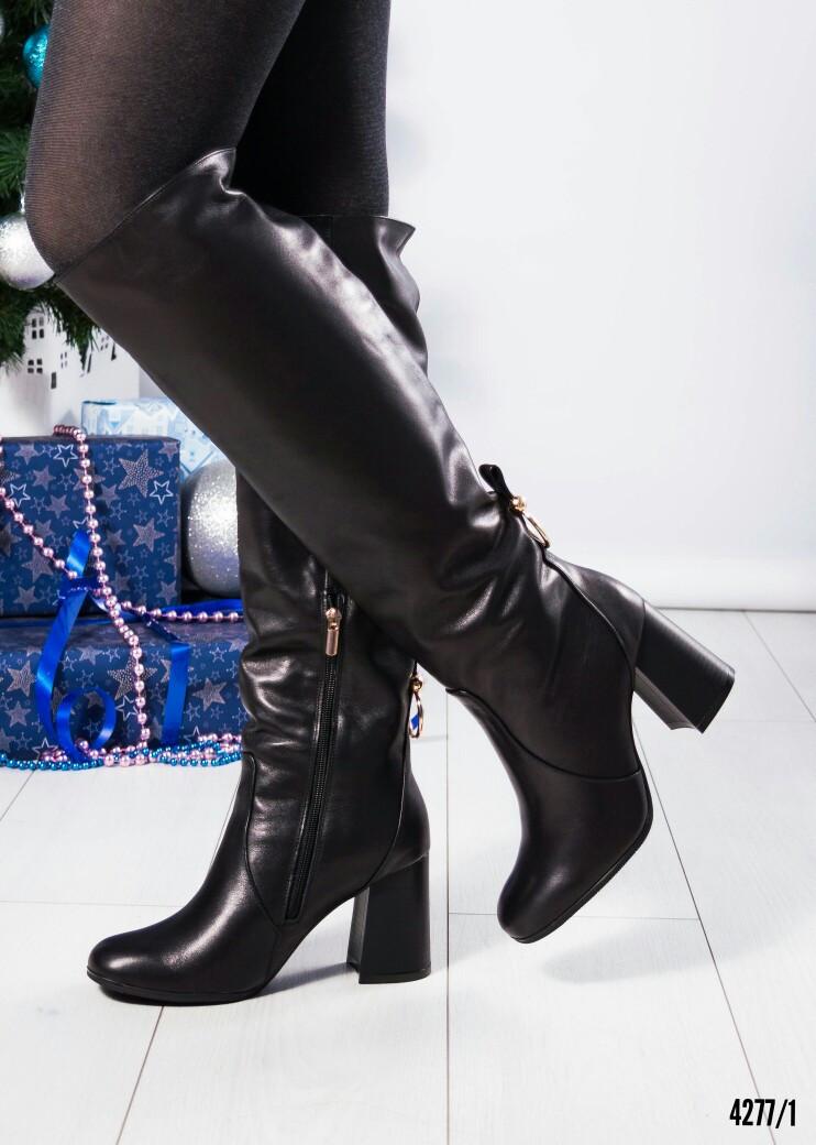 Зимние сапоги с красивой шнуровкой на устойчивом каблуке