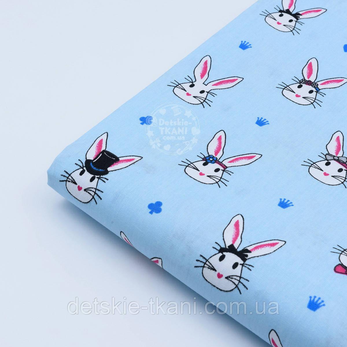 Лоскут ткани с кроликами в цилиндрах на голубом фоне, № 1009