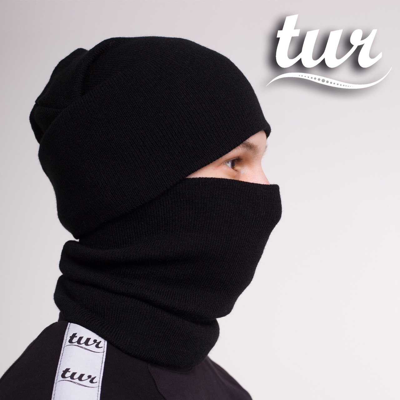 Зимняя шапка и бафф черные комплект от бренда ТУР