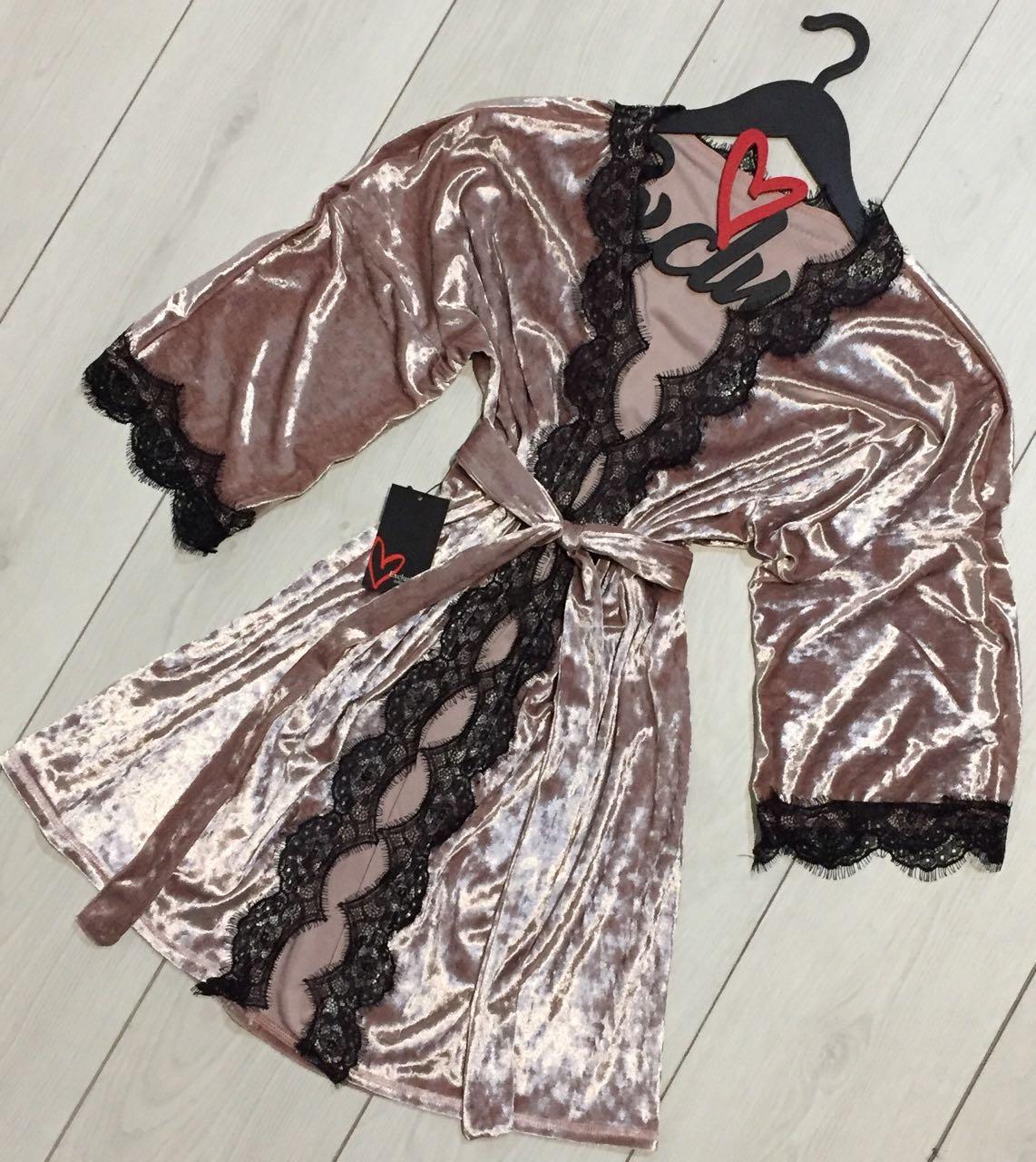 Роскошный халат с кружевом из мраморной велюровой ткани, пудра.