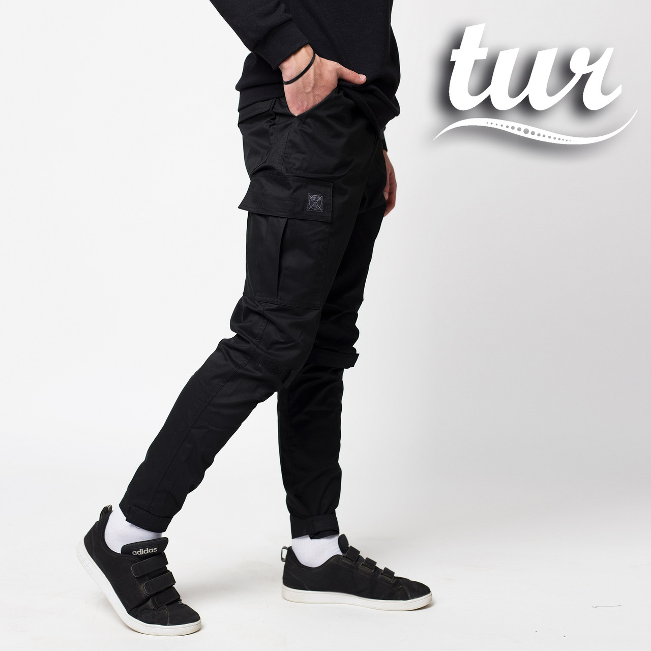 Зауженные карго штаны черные мужские от бренда ТУР Симбиот (Symbiote)