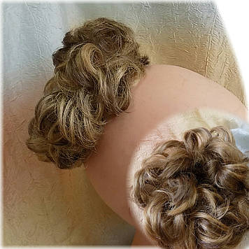 Резинка-шиньон из волос русая мелированная 977-10Н124