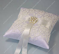 Свадебная подушечка Нежная любовь белая айвори  класса Люкс