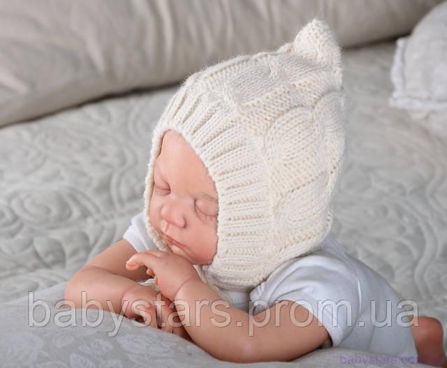 Вязанная шапочка для новорожденного на трикотаже