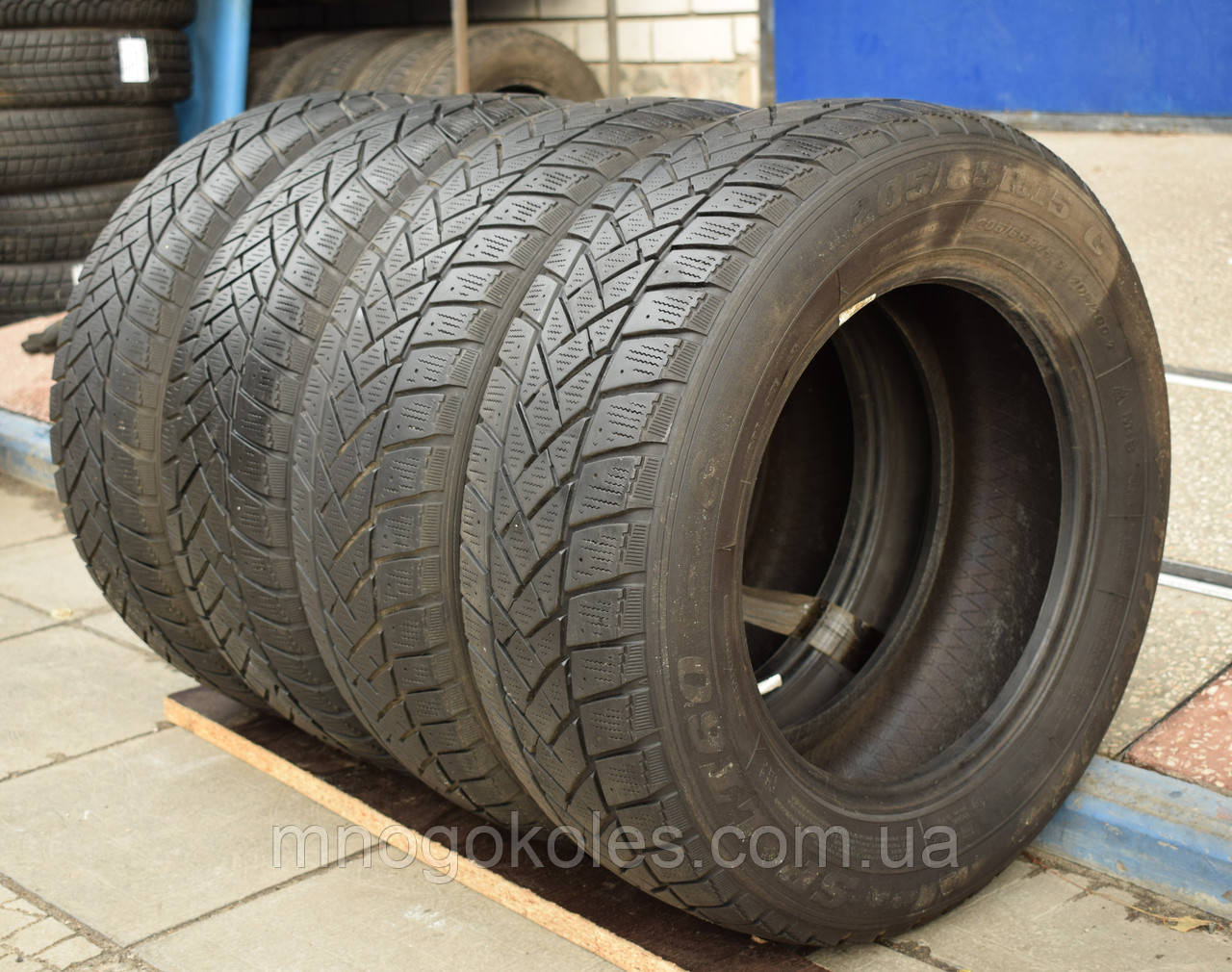 Шины б/у 205/65 R15С Dunlop SPLT60 ЗИМА, комплект
