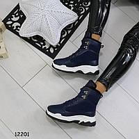 Женские ботинки на танкетке 12201