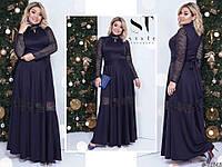 Шикарное темно-синее женское удлиненное батальное платье декорировано гипюром с люрексом и брошью. Арт-7684/65