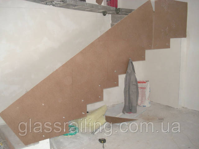 Разметка бетонной лестницы для стеклянного ограждения