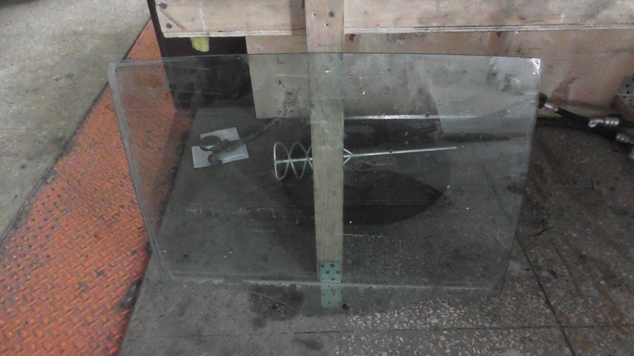 3T5845206  Стекло двери задней правой 2009 оригинал в отличном состоянии