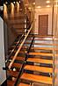 Стальная лестница со стеклянным ограждением