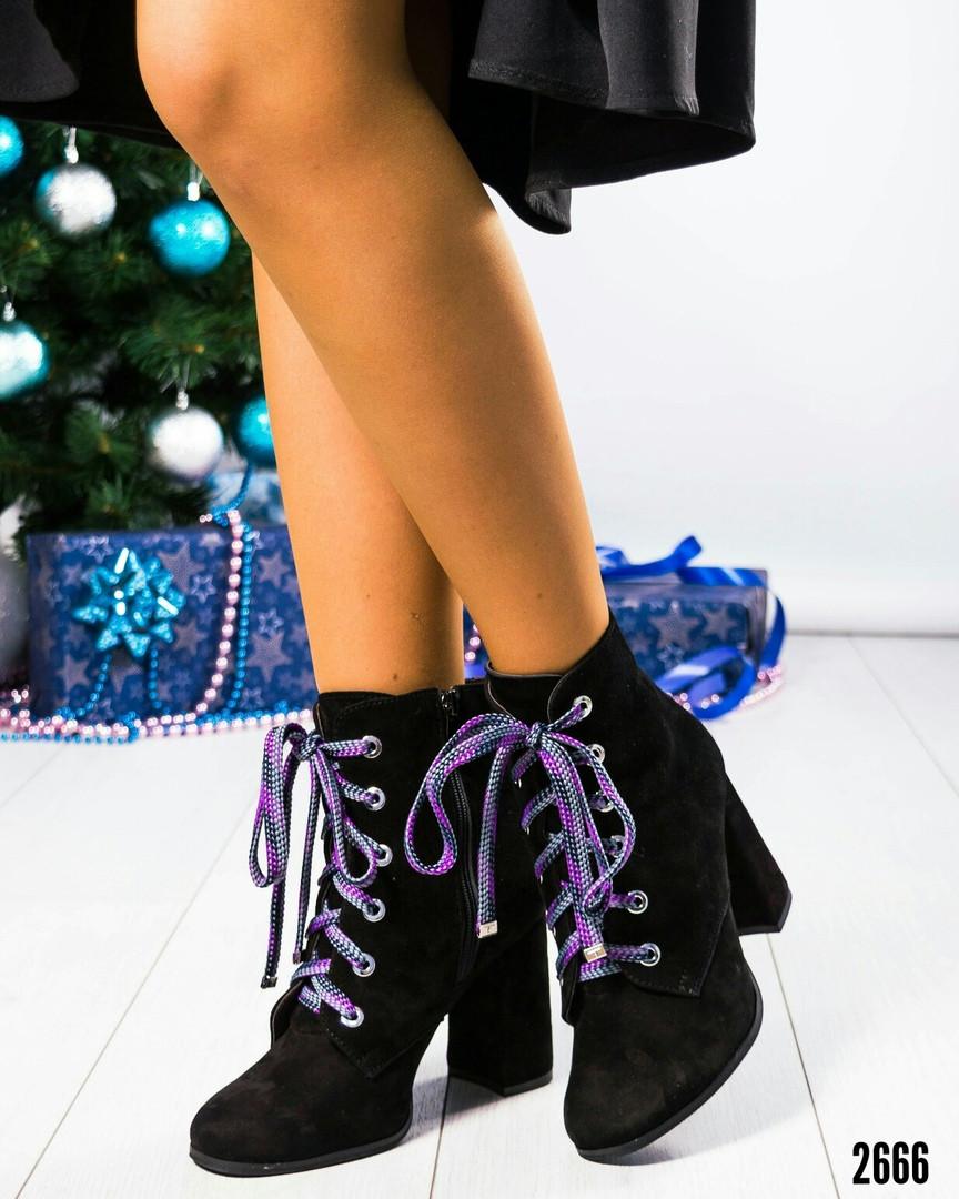 Ботильоны женские на цветной шнуровке черные