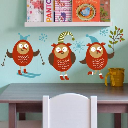 Новогодняя наклейка на стену Озорные совы (самоклеящийся стикер птицы на обои, в детскую)