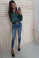Зеленая атласная курточка с вышивкой