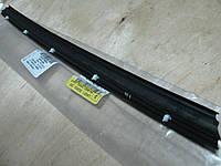 Уплотнитель двери нижний VW T5 7H0837565A