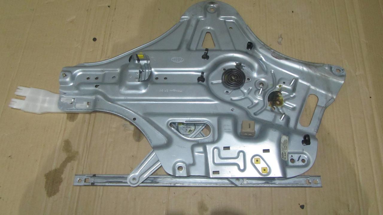 Механизм стеклоподъемника передний правый Kia Magentis 824022G010