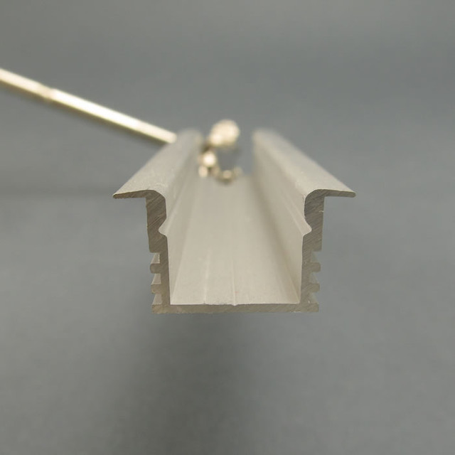 Профиль для светодиодной ленты встраиваемый 12 мм Фото