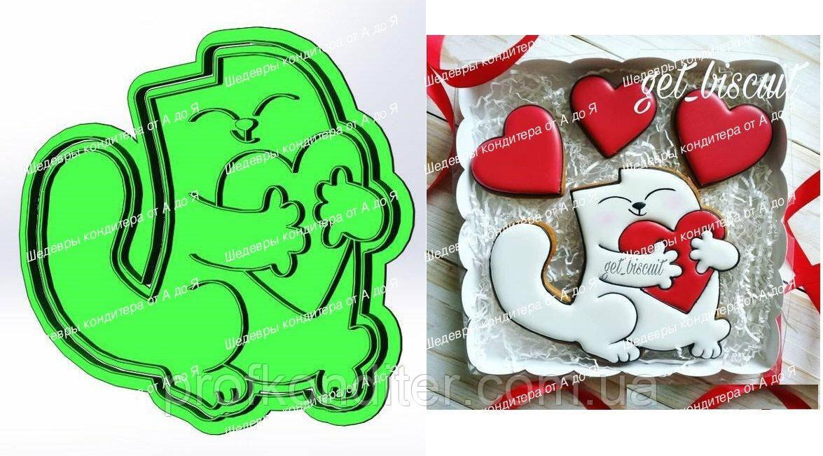 Пластиковая вырубка с оттиском Кот с сердцем, высота 12см
