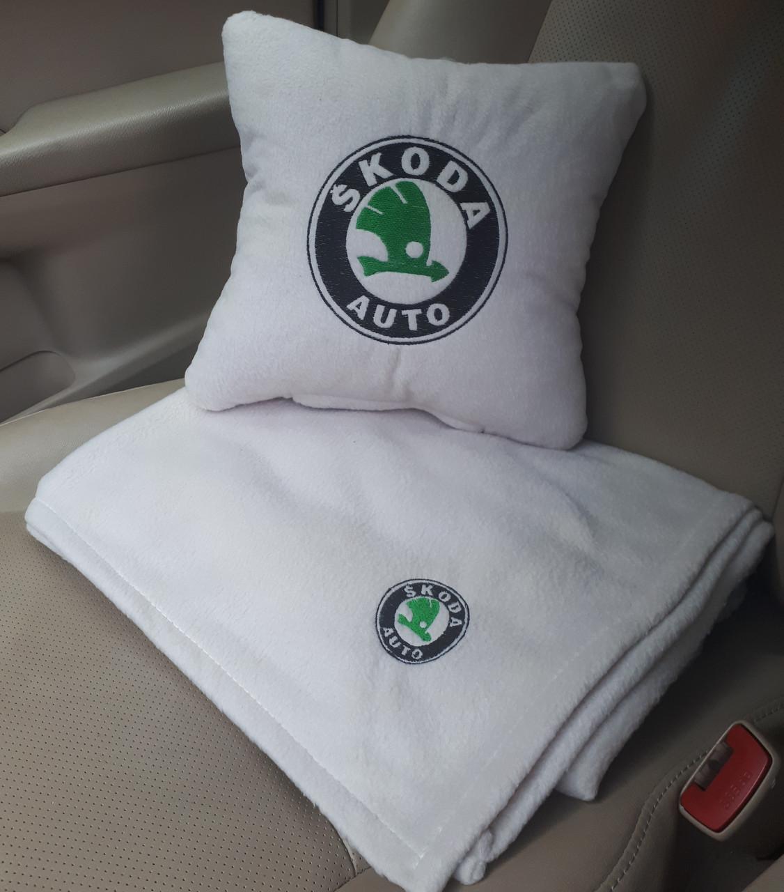 """Автомобильный плед в чехле  с вышивкой логотипа """"Skoda"""""""