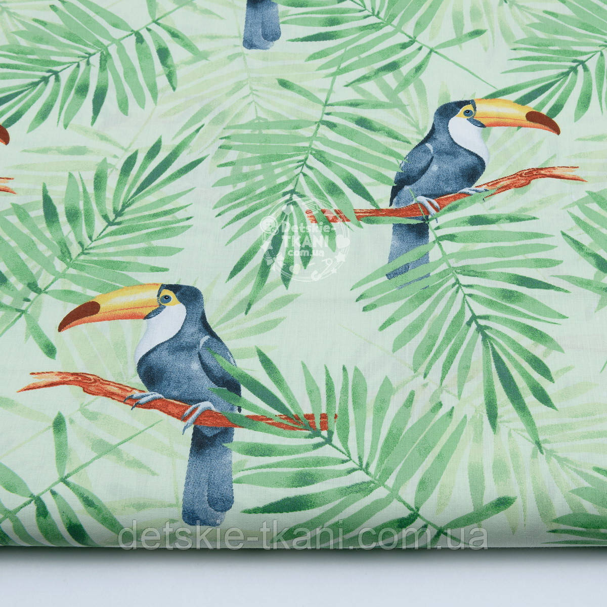 "Ткань хлопковая ""Большие туканы на зелёных пальмовых ветках"" на салатовом (№1814а)"