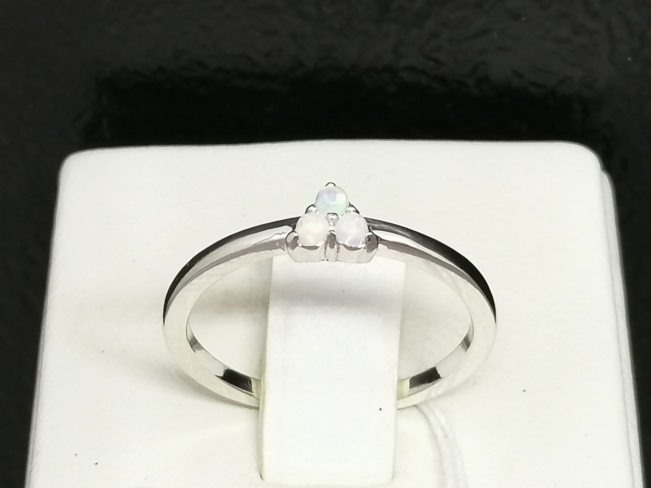 Серебряное кольцо с опалом. Артикул К2ОПБ/1337 16,5