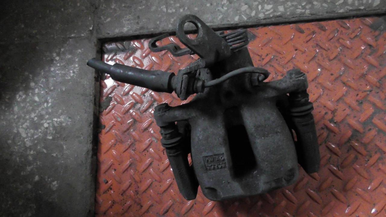 1K0615424M Суппорт тормозной задний правый оригинал в отличном состоянии