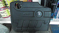03L103925AQ  Накладка декоративная двигателя оригинал в отличном состоянии