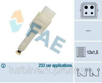 Датчик педали тормоза VW Passat/Audi A4/A6/A8 1.6-3.0 94-05 (4 конт.) FAE 24565