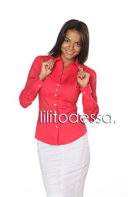 Рубашка с защипами на груди красный