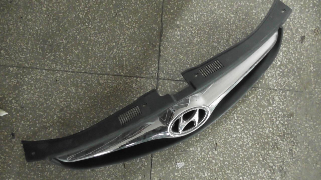 863512R500 Решетка радиатора оригинал в отличном состоянии