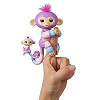 Интерактивная ручная обезьянка Fingerlings Вайолет с малышом Хоуп WowWee, фото 1