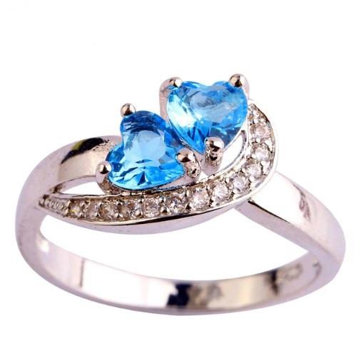 Серебряное кольцо, Сердца, с камнем голубой куб. цирконий, размер 19