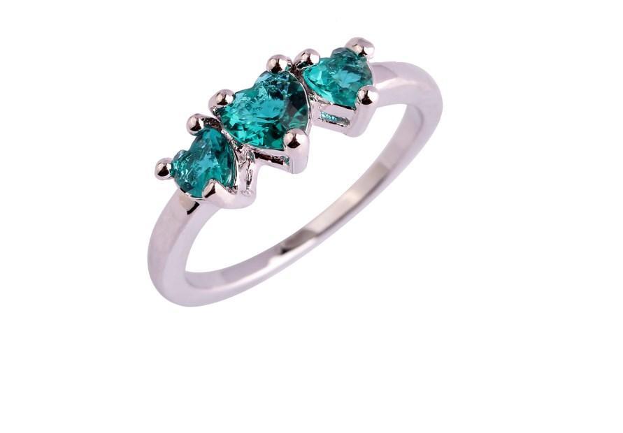 Серебряное кольцо, Сердца, с зеленым камнем куб. цирконий, размер 18