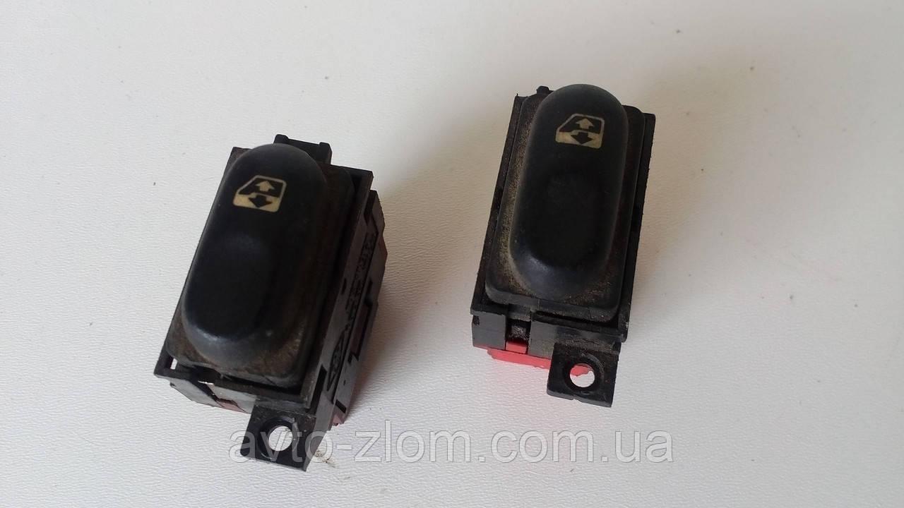 Кнопка стеклоподъемника Renault Laguna, Рено Лагуна. 7700822678B.