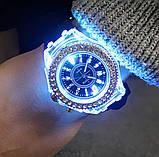 Часы женские светящиеся со стразами кварцевые белые, фото 3
