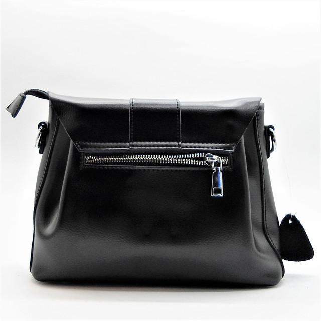 08512305e3a1 ... материал используемый в сумке кожа черного цвета. Сумка имеет 2 отдела  с перегородкой на молнии +2 кармана для телефона и 1 карман на молнии.