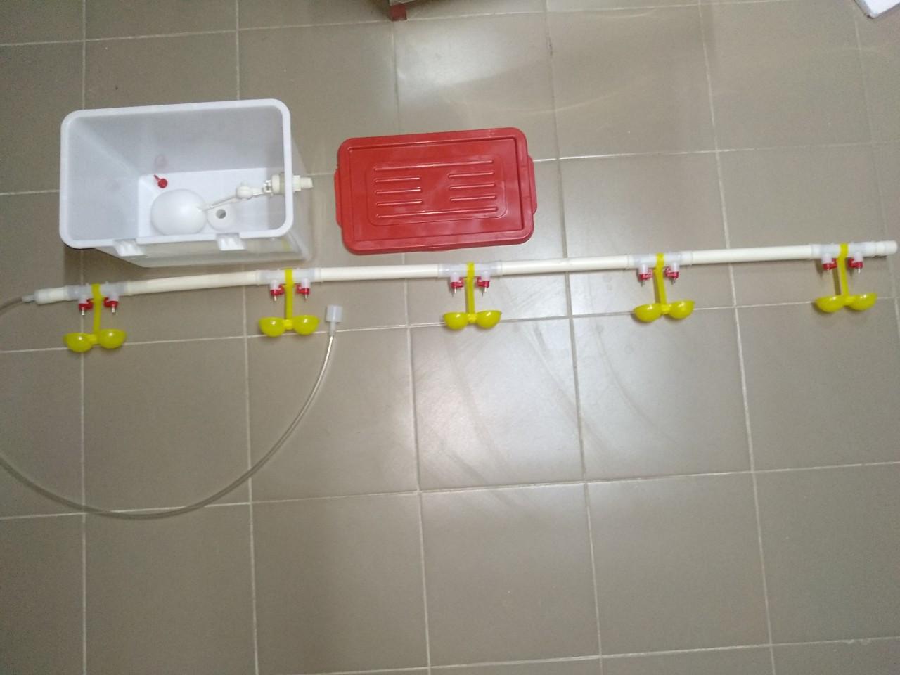 Комплект ниппельного поения на 60 голов с бачком Ниппельные поилки