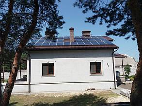 Фотоэлектрическое поле ориентировано на юг для максимальной генерации электричества.