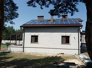 Солнечные модули расположены в три ряда.