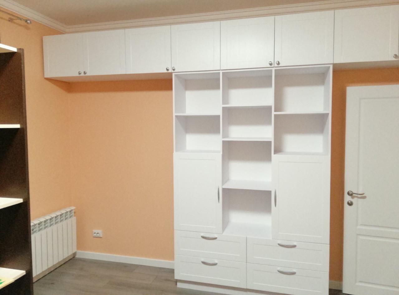 Шкаф стенка с крашеными фасадами  фурнитура блюм (blum)