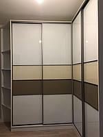 Шкаф купе угловой с стеклами на фасаде, профиль Zola