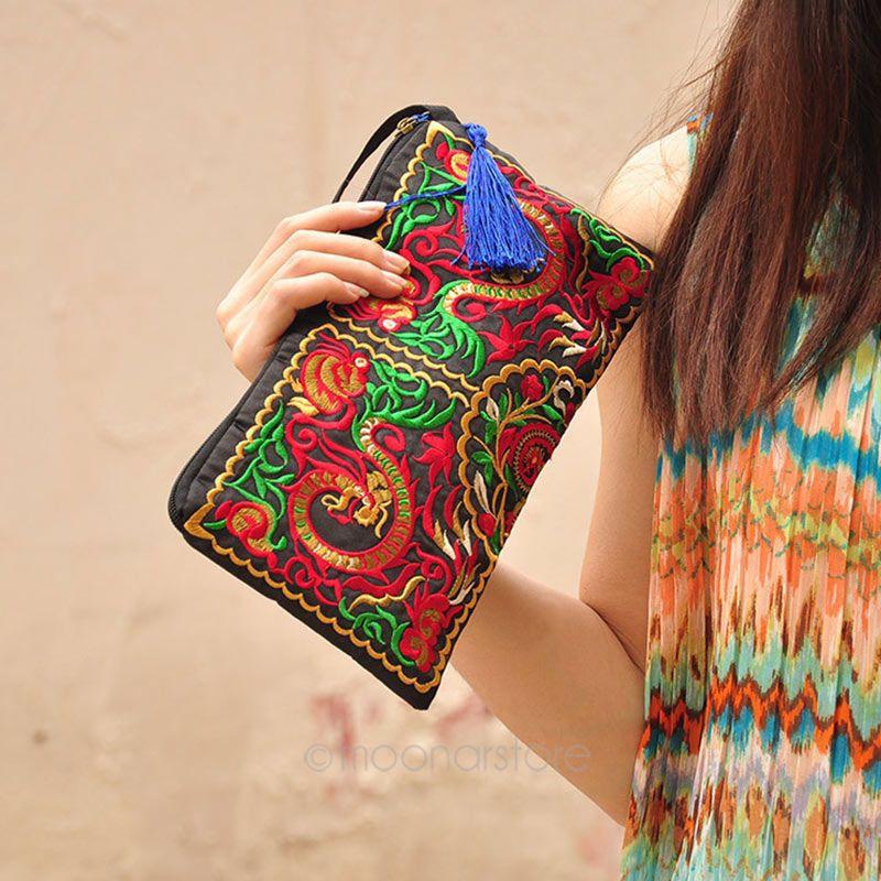 Женская сумка клатч с вышивкой