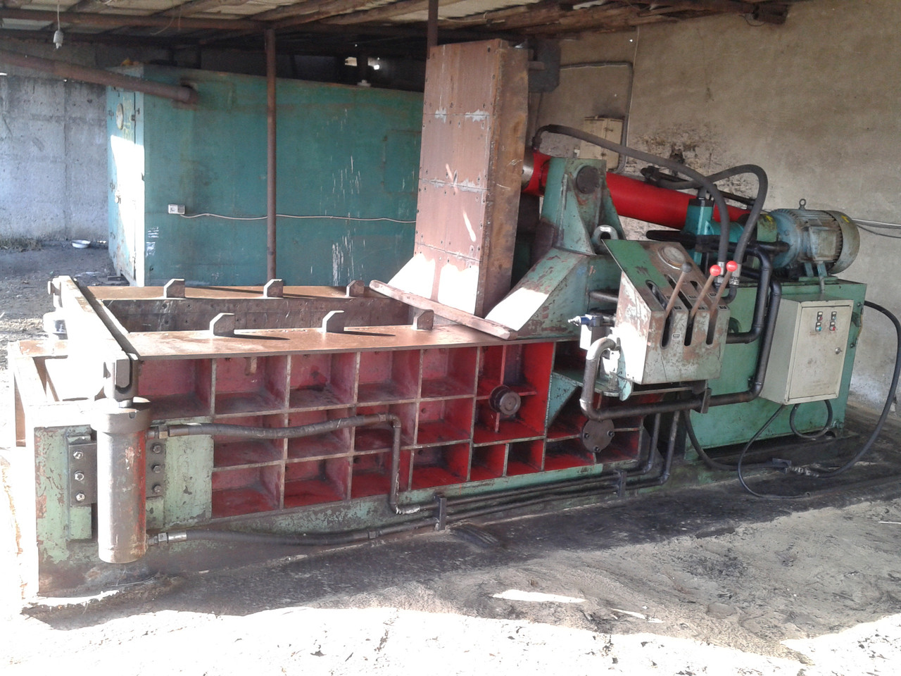Пресс для металлолома Y81Q-135, 2012 г.в. - Оборудование для промышленности и переработки металлолома в Киеве