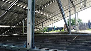 Тыльный вид фермы, установленной на крыше мастерской.