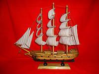 Корабль деревянный, покрытый лаком. Статуэтка.