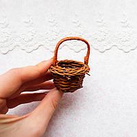 Корзинка Плетенная Темная для Кукол и Игрушек около 6 см с ручкой