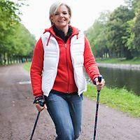 Скандинавская ходьба: особенности и польза, выбор палок для ходьбы.